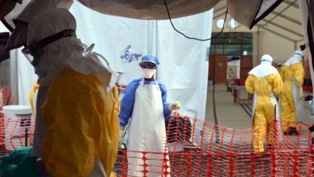 بدأ العمل على تحضير لقاح لفيروس إيبولا عام 2003، لكن اللقاح لم يصبح جاهزا للاستخدام سوى خلال فترة تفشي الفيروس بين عاميْ 2014 و2016