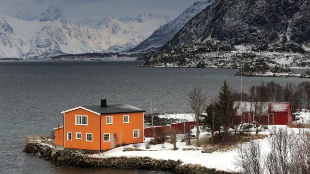 Норвегия - страна, которой нужно много мелких аэропортов для коротких перелетов