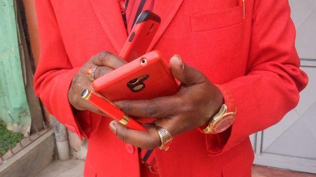 Mwangi hujaribu kwa vyovyote vile kulinganisha kwa rangi mavazi yake yote