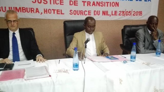 Kuva i bubamfu, Prof Stef Vandeginste, Monseigneur Jean Louis Nahimana, Laurent Nzosaba umwigisha w'ivy'amategeko kuri kaminuza y'u Burundi