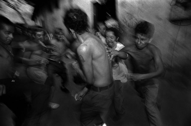 مجموعة من الشباب في السلفادور.