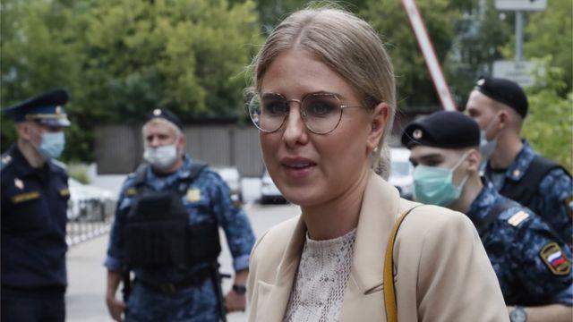 СМИ: Любовь Соболь покинула Россию - BBC News Русская служба
