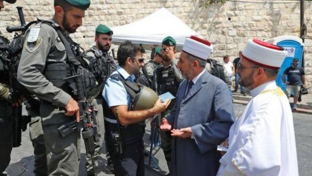 شددت الاجراءات الأمنية منذ مقتل شرطيين اسرائيليين