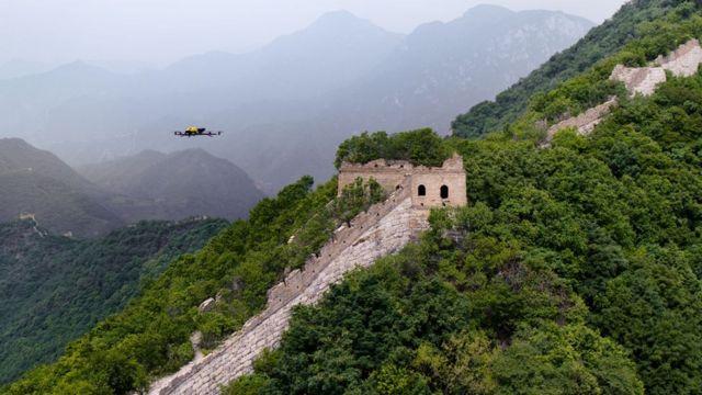 drones sobrevolando la Gran Muralla china
