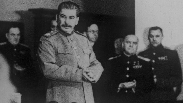 Совещание в Ставке 1 января 1944 года (справа от Иосифа Сталина маршалы Константин Рокоссовский и Георгий Жуков)