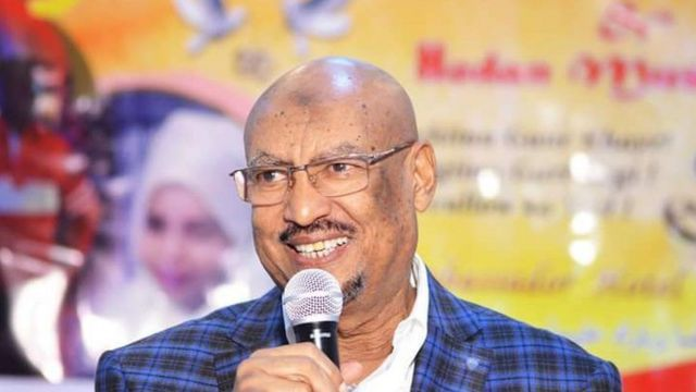 Feysal Cali Waraabe: Haddaan helo cid aan ku aamino xisbigeyga waan uga kacayaa kursiga - BBC News Somali