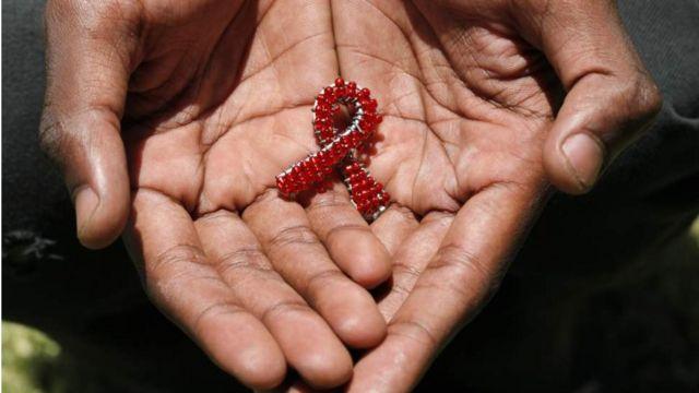 Wanasayansi kutoka Afrika Kusini wamebaini kwamba mtoto aliyeambukizwa virusi vya HIV ameishi kwa miaka minane na nusu bila viini hivyo.