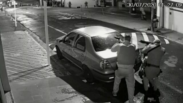 Policiais durante assalto no interior paulista
