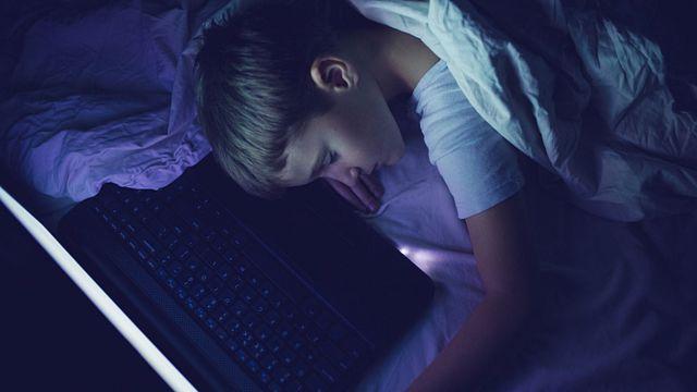 Laptop en la cama