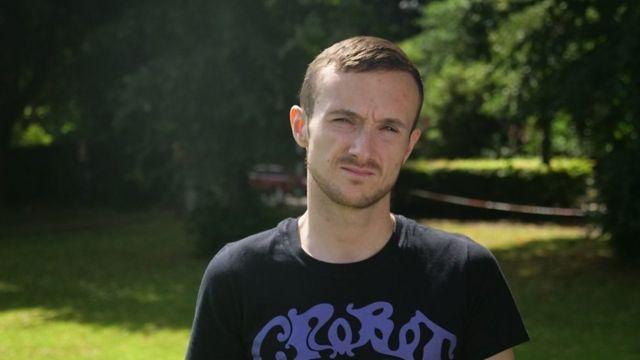 Hace cinco años que James, de 25, lucha contra la anorexia.