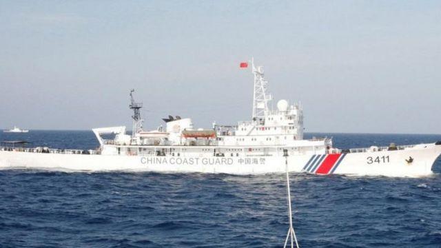 Kapal patroli China aktif mengawal kapal-kapal ikannya di Laut China Selatan, dan beberapa kali dituding masuk ke wilayah Indonesia.