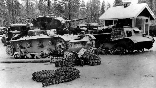 Советские танки, захваченные финской армией в битве при Суомоссалми (январь 1940 г.)