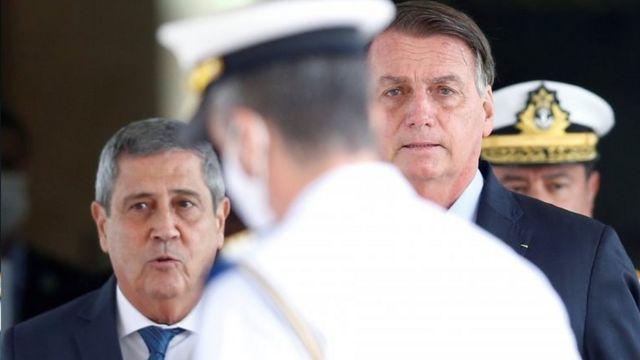 Braga Netto ao lado de Bolsonaro, nesta quarta-feira