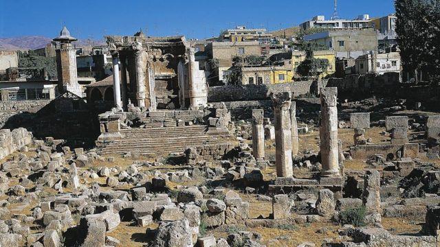 معبد فينوس في مدينة بعلبك اللبنانية، الذي تحول في قرون المسيحية الأولى إلى كنيسة للقديسة بربارة