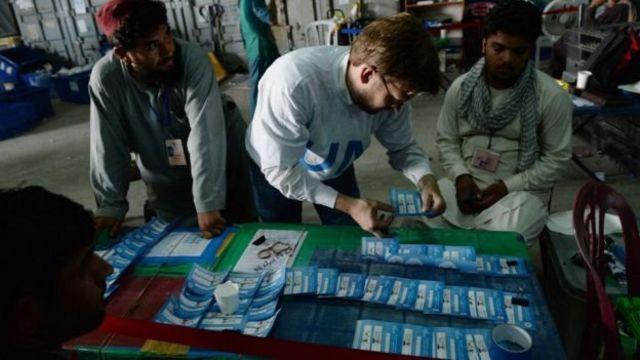 کمیسیون انتخابات گفته که برای چاب و انتقال آن به کمیسیون انتخابات افغانستان به شش هفته زمان نیاز است