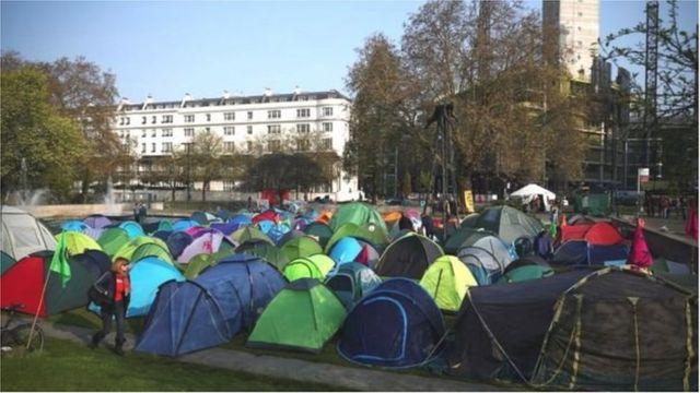 Các lều trại được dựng lên tại Marble Arch nơi diễn ra biểu tình