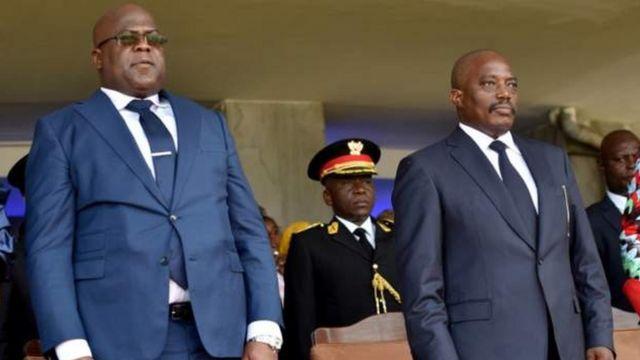Perezida Félix Tshisekedi (ibumoso) amaze igihe agabanya imbaraga mu butegetsi z'uwo yasimbuye Joseph Kabila
