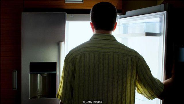 "大脑中的化学成分导致男性比女性更有可能""饥饿成怒""(Credit: Getty Images)"