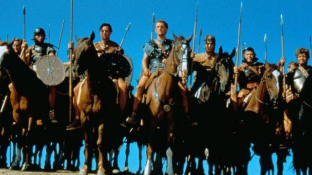 كيرك دوغلاس في مشهد من فيلم اسبارتاكوس