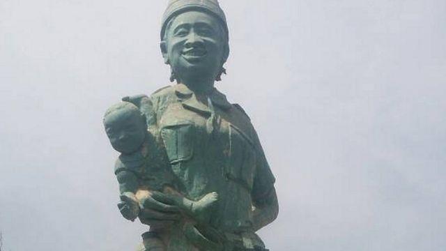 Statue de Titina Sila à Bissau (Guinée-Bissau)