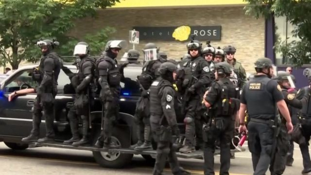 Police in Portland 17 Aug 19