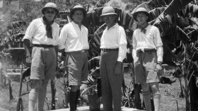 1925లో.. 'లైట్ ఆఫ్ ఆసియా' చిత్రీకరణ బృందం