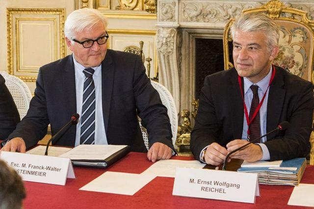 Almanya'nın Atina Büyükelçisi Ernst Reichel (sağda), 2015