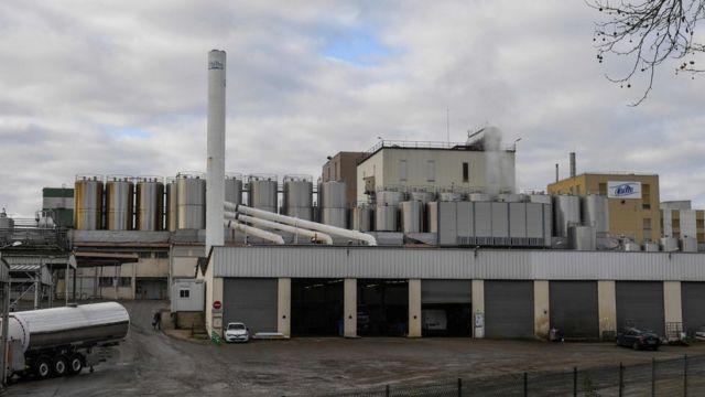 沙门氏菌的爆发可以追溯到其在法国西北部Craon镇的工厂中用于干燥奶粉的一座塔。