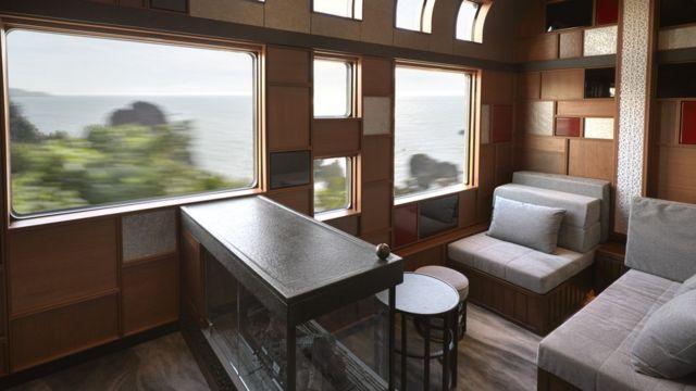 乗客の定員は34人。眺めの良い席を取り合う必要はなさそうだ