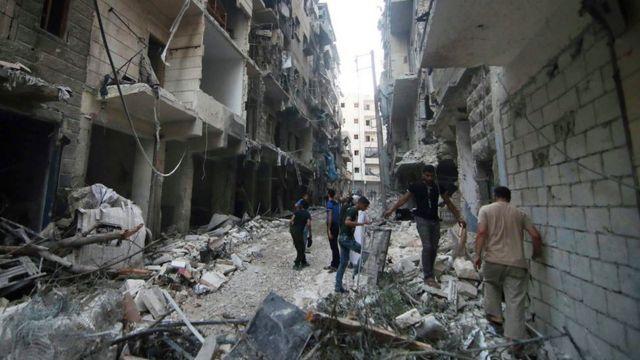 Professora deixou a síria por causa da guerra, depois que sua casa foi bombardeada