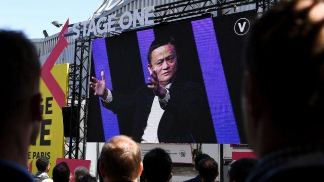 Jack Ma interviniendo en un panel en París.