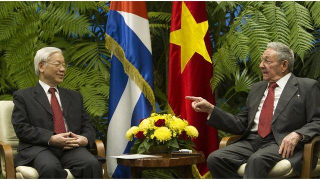 Chủ tịch Raul Castro tiếp TBT Nguyễn Phú Trọng tại Cung Cách mạng, thủ đô Havana, hôm 29/3.