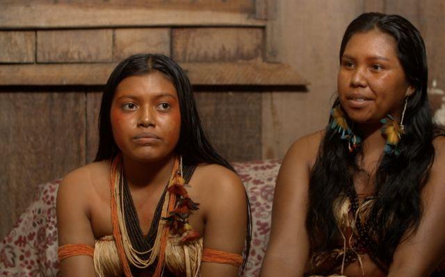 Maristela dan sepupunya Juliana Tuiti Arara