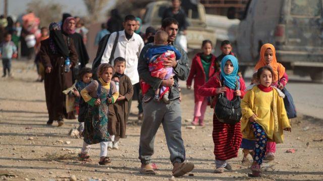 Mosul-dan cənubda Hamam əl-Alil şəhərində məcburi köçkünlər (7 Noyabr 2016)