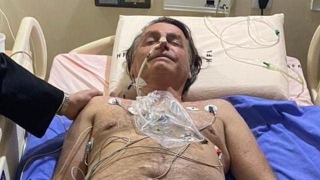El presidente Jair Bolsonaro en el hospital