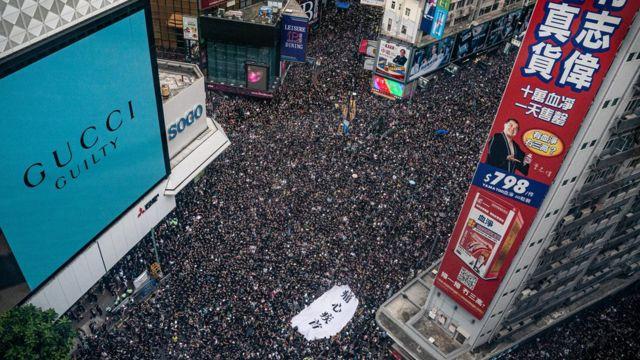 示威人群擠滿銅鑼灣