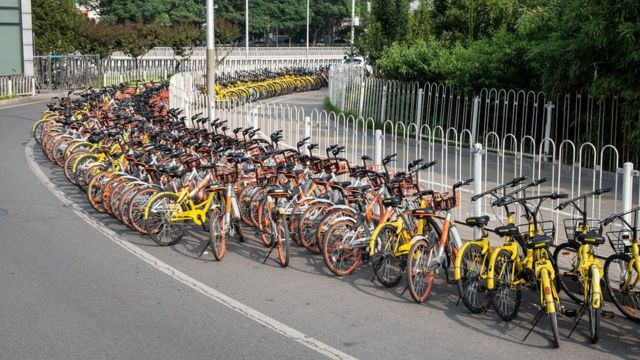 Estacionamento compartilhado de bicicletas na China
