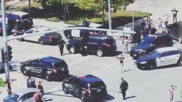هرعت سيارات إسعاف إلى المكان، وحذرت الشرطة الناس من الاقتراب منه.