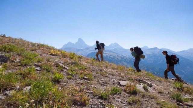 Uma equipe de arqueólogos parte em expedição até o acampamento base das montanhas Teton, nos EUA