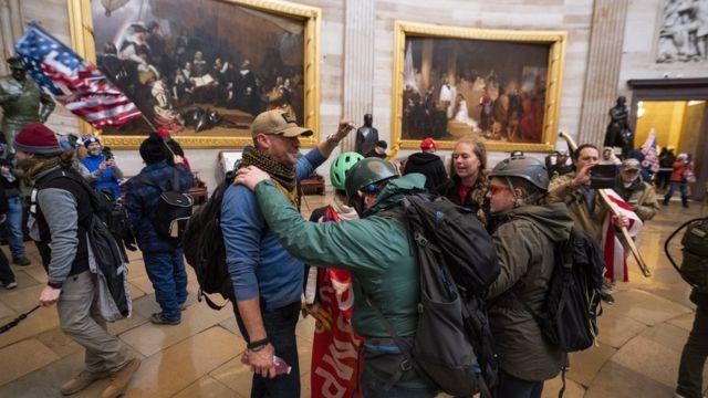 Протестувальники святкували перемогу, коли опинилися всередині Капітолія
