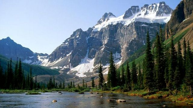 Canada avalanche: Three professional climbers believed killed in Rockies
