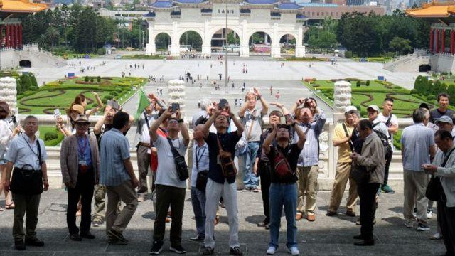 Khách du lịch đến Đài Loan, hình minh họa