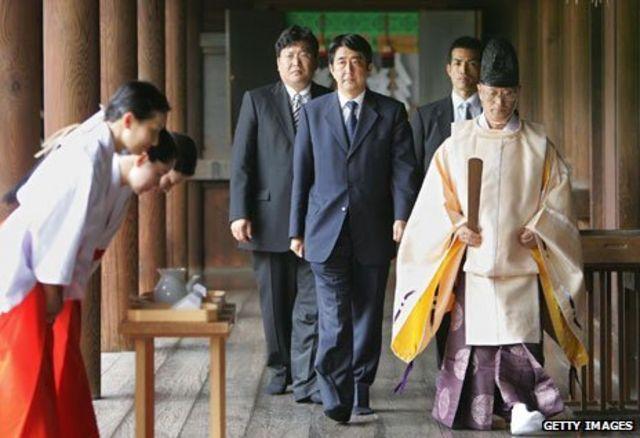 靖国神社を訪れた日本の安倍晋三首相(2012年撮影)