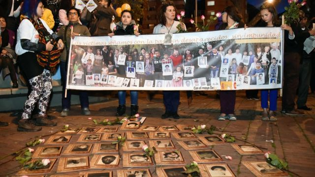 Vítimas de conflito com as Farc protestam na Colômbia