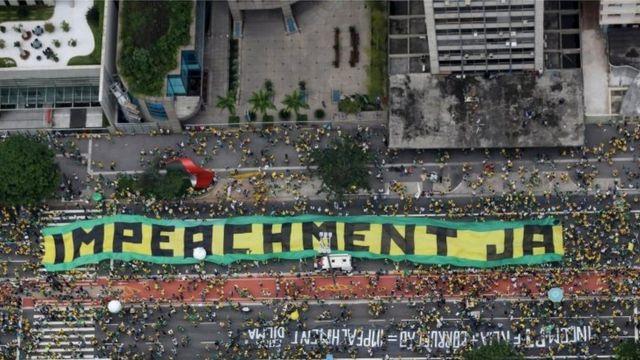 ルセフ氏退陣を求める大規模なデモがブラジル全土で相次いだ(写真はサンパウロで今月13日に開かれたデモ)