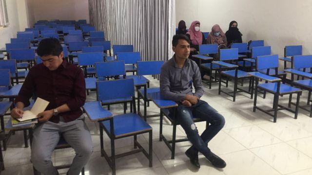Студентов и студенток в университетах разделяет занавеска