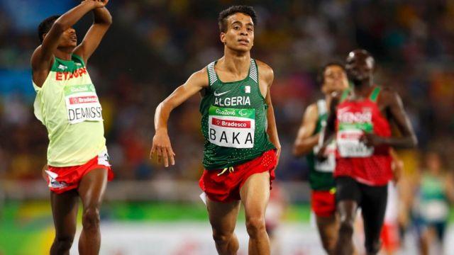 Abdellatif Baka llega a la meta.