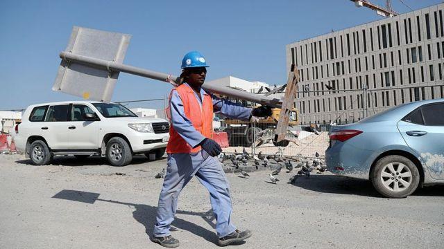 Trabajador de la construcción en Qatar.