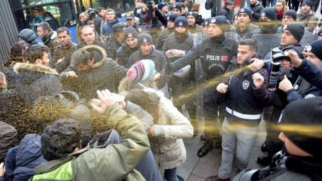 Polis, Adana'da 11 kişinin ölümüne yol açan yurt yangınını Ankara'da protesto etmek isteyen kişilere 30 Kasım'da müdahale etmişti.