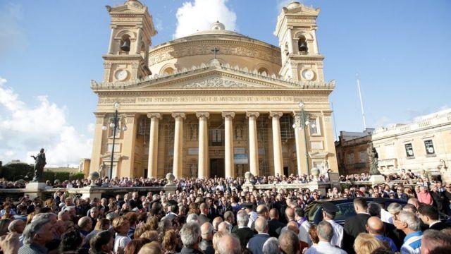 Церква, де був похорон, переповнена